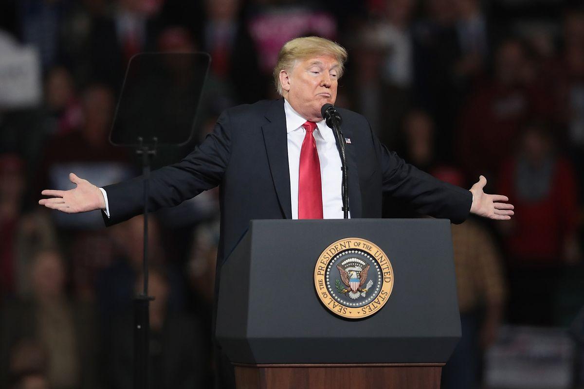 Ein historischer Tag für Donald Trump: Der Präsident konnte bei seiner Wahlkampfveranstaltung in Kansas ein gehaltenes Versprechen verkünden.