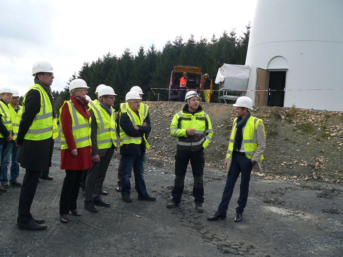 Mit den Staatssekretären Francine Closener und Camille Gira waren am Donnerstag gleich zwei Regierungsvertreter zur Inbetriebnahme des ersten Windrads ins Ösling gereist.