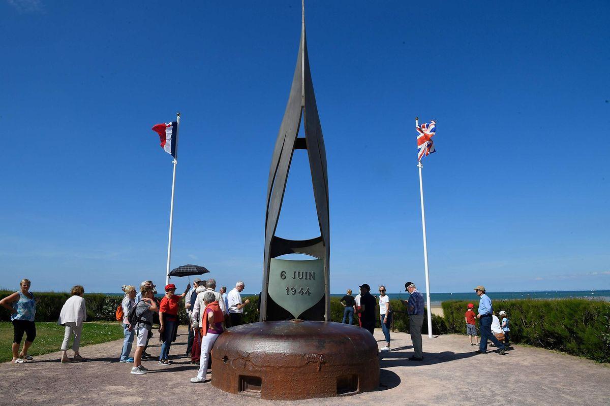 A Ouistreham le monument de «La flamme» a été érigé en mémoire du  Commando Kieffer.