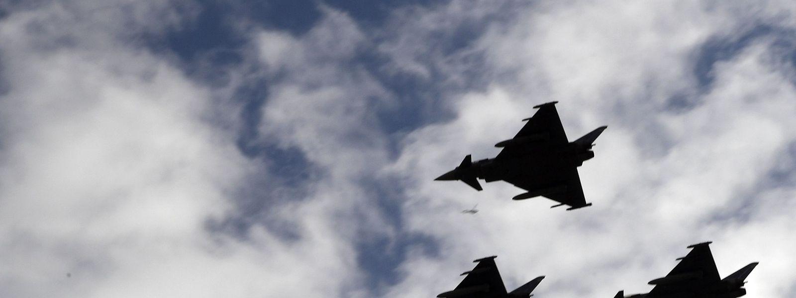 Vier Eurofighter waren Teil der Parade zum spanischen Nationalfeiertag. Auf dem Rückflug stürzte einer davon ab.