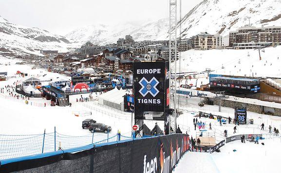 Lawine reißt in Savoyen mehrere Skifahrer mit