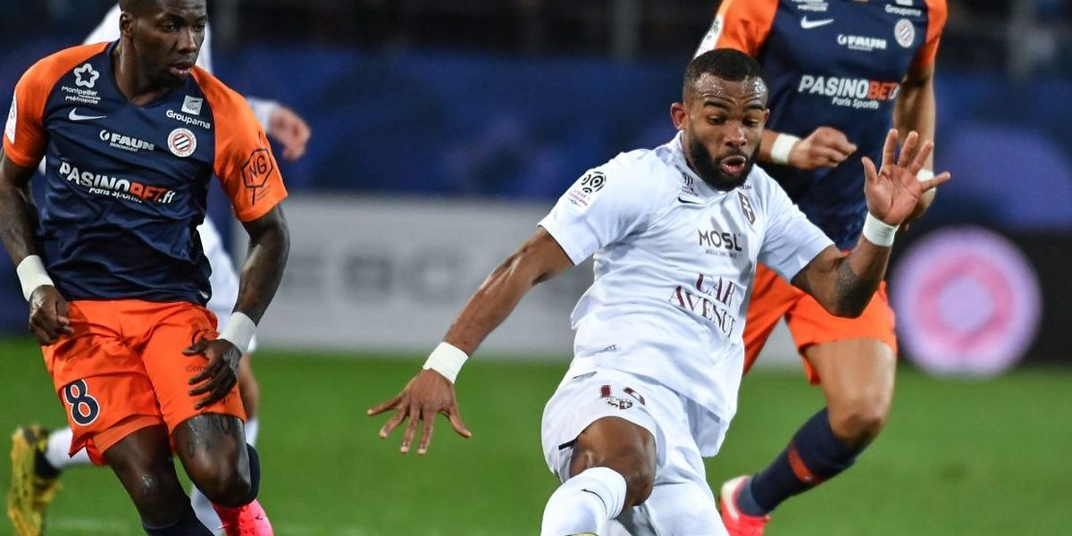 Habib Maiga s'arrache devant Ambroise Oyongo. Metz conserve son brevet d'invincibilité en L1.