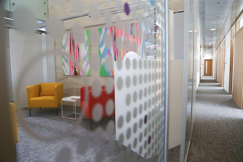 La salle d'attente pour les clients ou les interlocuteurs des dix sociétés qui seront hébergées