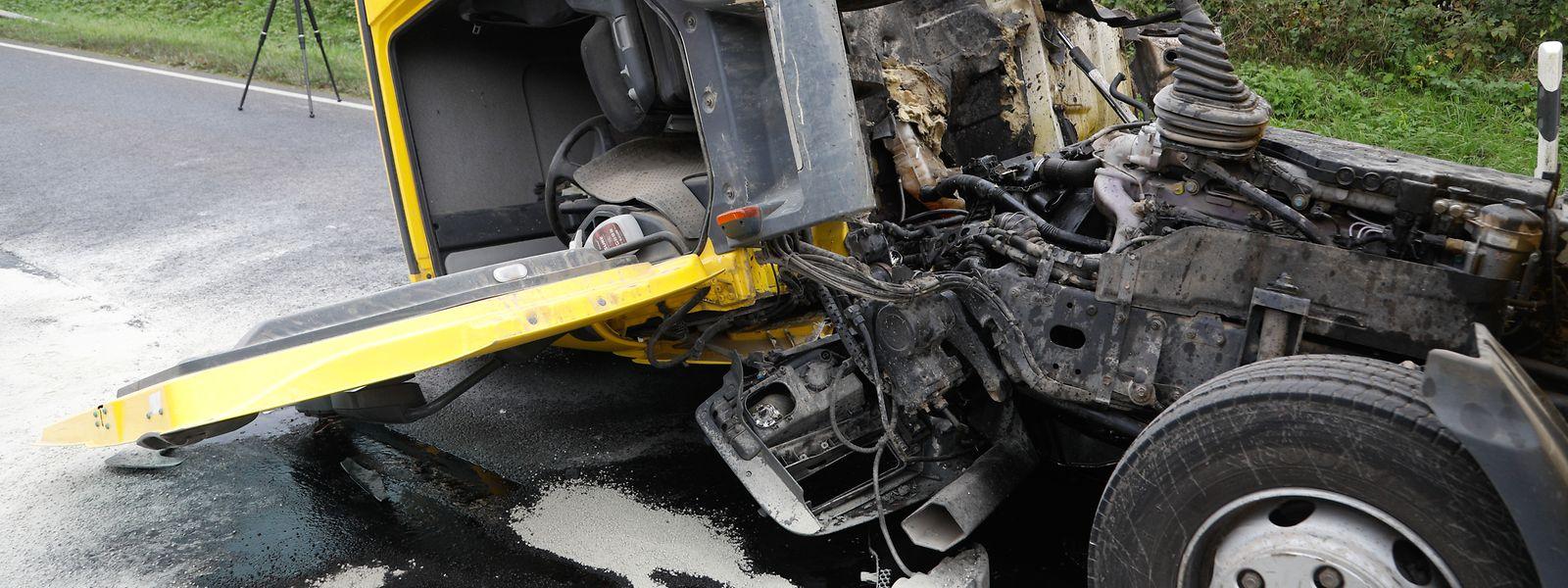 Auf der N2 war es am Dienstag zu einer Frontalkollision zwischen einem Lastwagen und einem Auto gekommen. Für zwei Insassen des Autos kam jede Hilfe zu spät.