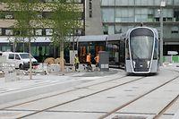 Le tram poursuit son avancée; prochains arrêts Cloche d'Or pour le sud et Findel pour le nord-est de la capitale.