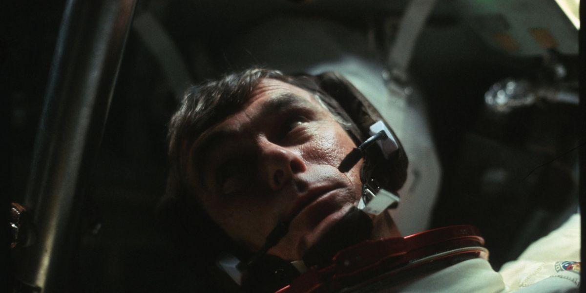 Der Astronaut Gene Cernan ist als Kommandeur als letzter der Mannschaft an Bord zurückgekehrt.