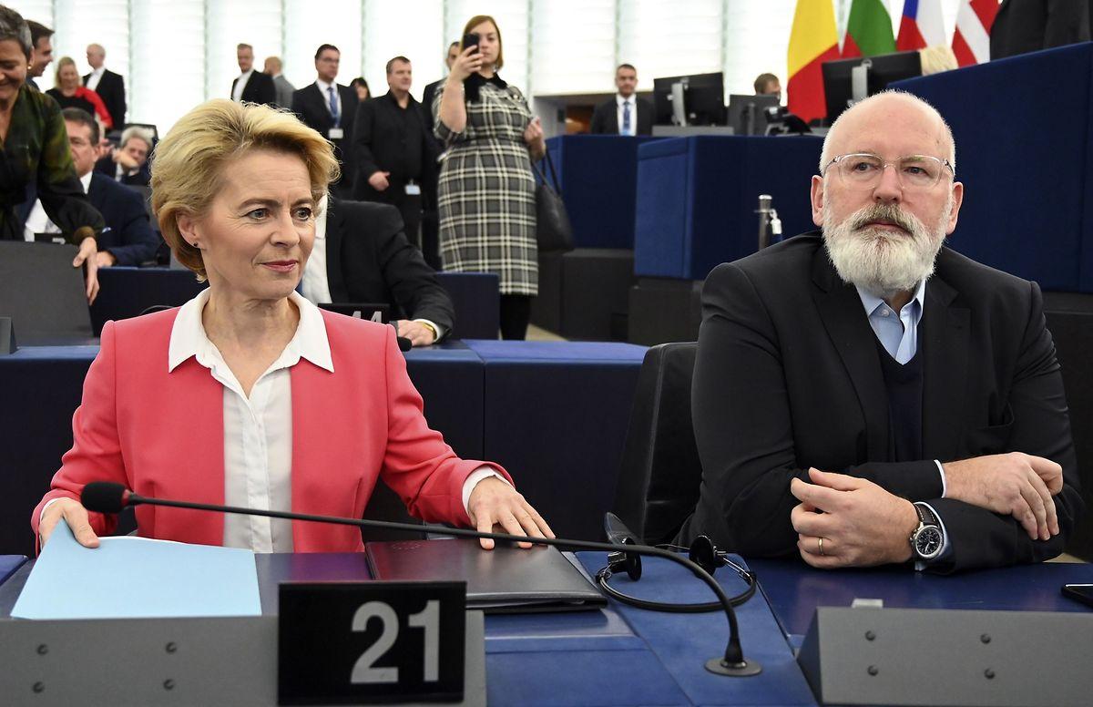 La présidente élue de la Commission européenne a attendu le résultat du vote aux côtés du néerlandais Frans Timmermans, vice-président exécutif désigné de la Commission européenne.