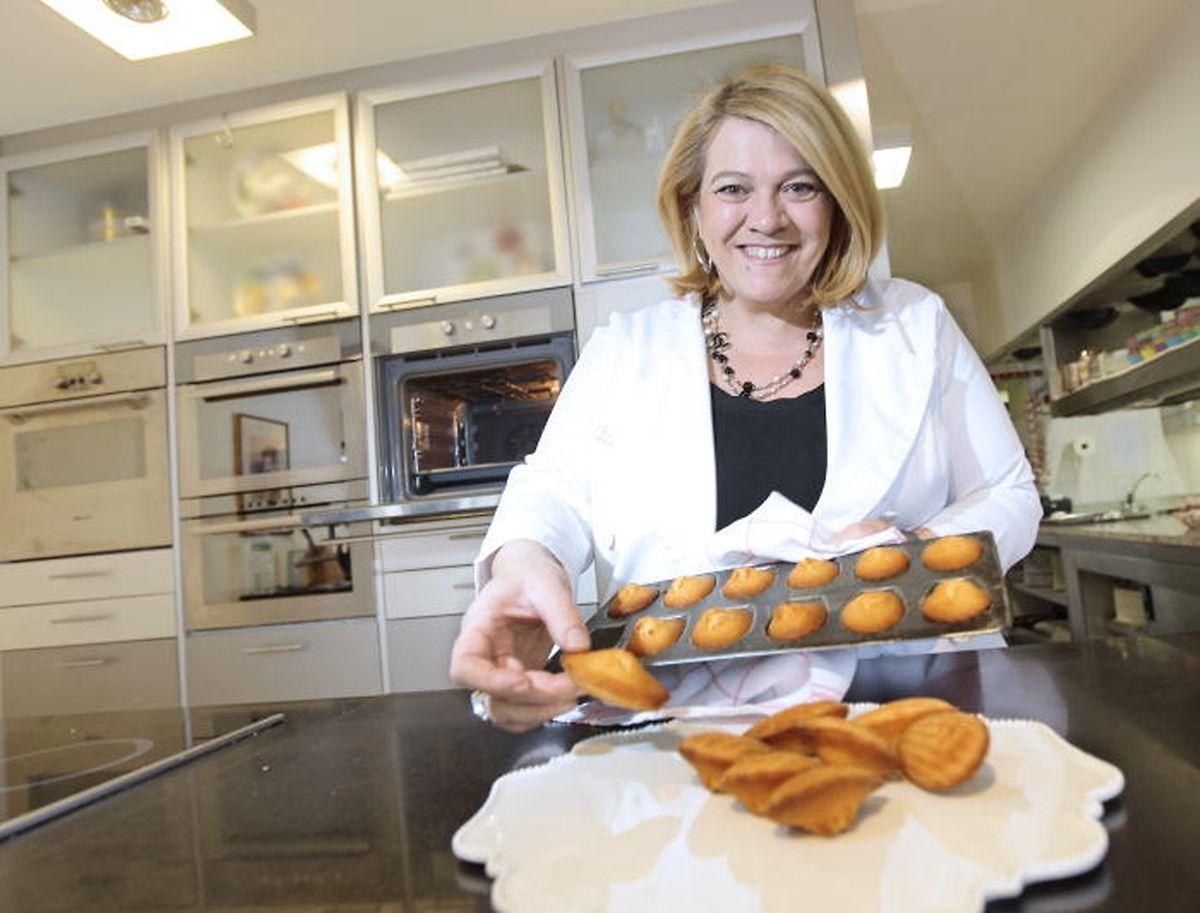 Madeleines gehören zu den Spezialiäten von Léa Linster. Seit 2011 gibt es sie neben anderen Delikatessen und edlen Kochaccessoires in Léas Boutique in Luxemburg-Stadt zu kaufen.