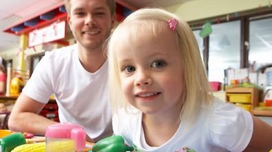 In Luxemburg gibt es derzeit rund 700 Tagesmütter und -väter, die eine Genehmigung des Ministeriums vorweisen können.