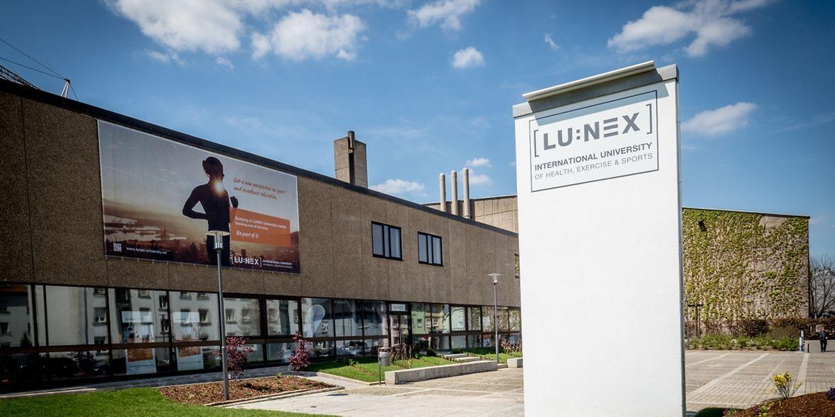 Das Sportlaboratorium wird in einem Ausbau der Sporthalle (im Hintergrund) entstehen, während die Lunex-Hochschule die Forschungsarbeiten leiten wird.