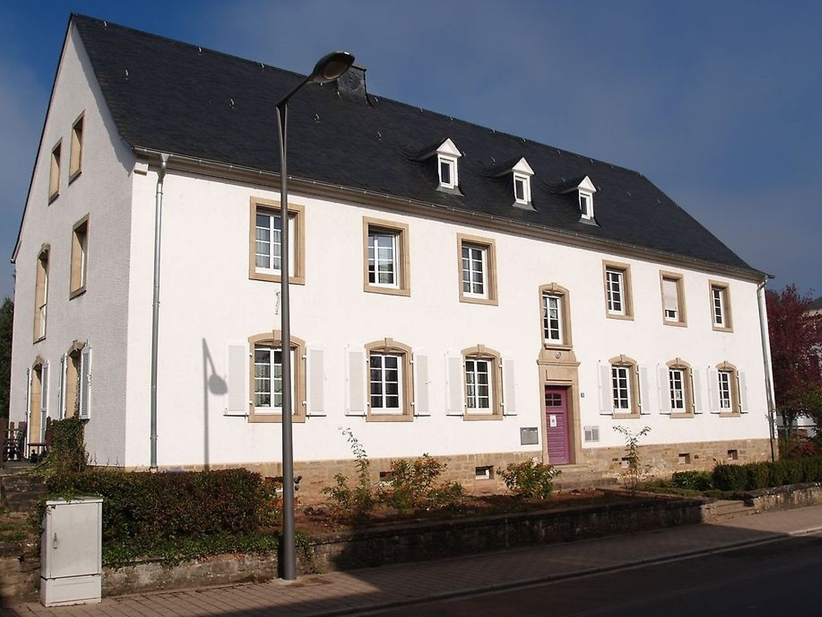 Cette maison typiquement luxembourgeoise datant du milieu du XXe siècle a été démolie au profit d'un bâtiment neuf.