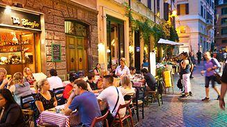 Boire de l'alcool dans les rues de Rome la nuit est interdit cet été.