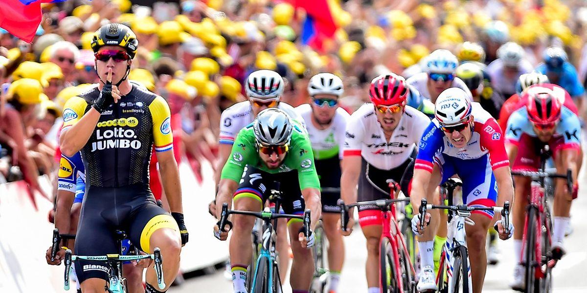 Perfekt taktiert: Dylan Groenewegen (vorne) siegte auf der siebten Etappe.