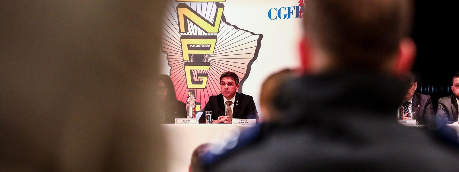 In seiner eine Stunde und 44 Minuten dauernden Rede während der SNPGL-Generalversammlung hat sich Gewerkschaftspräsident Pascal Ricquier seinem Ressortminister zufolge im Ton vergriffen.