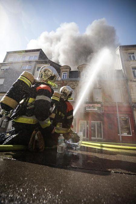 """Feuertaufe: Der """"Showtime""""-Großbrand in Esch/Alzette am 2. Juli 2018 war der erste bedeutende Einsatz der CGDIS-Ära."""