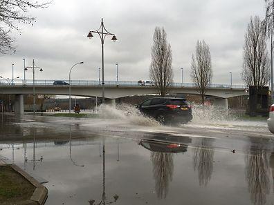 Der Parkplatz in Remich ist am Donnerstagmittag überschwemmt.