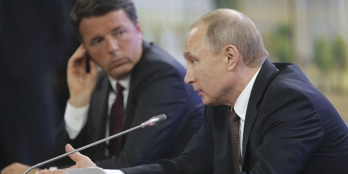 Wladimir Putin und der italienische Premierminister Matteo Renzi bei einem Treffen in St. Petersburg.