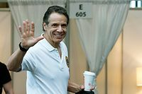NEW YORK, NY - MARCH 27: New York Gov Andrew Cuomo waves after giving a daily coronavirus press conference at the Jacob K. Javits Convention Center, which is being turned into a hospital to help fight coronavirus cases on March 27, 2020 in New York City. Cuomo will be requesting authorization for four additional hospital sites amid COVID-19 coronavirus outbreak.   Eduardo Munoz Alvarez/Getty Images/AFP == FOR NEWSPAPERS, INTERNET, TELCOS & TELEVISION USE ONLY ==