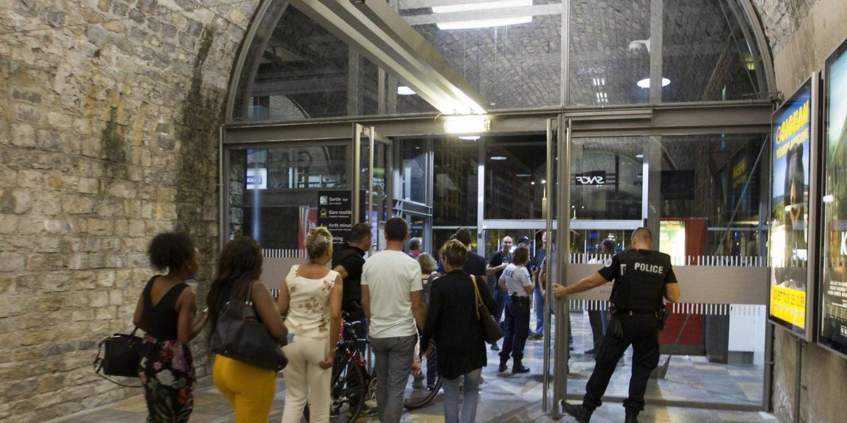 Der Bahnhof von Nîmes war am Samstag gesperrt worden.