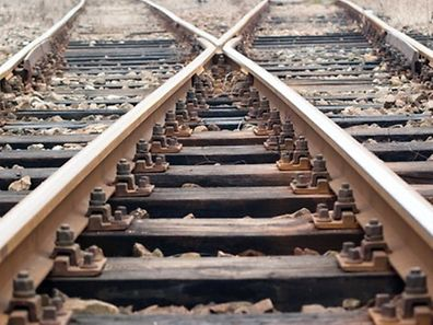 La ligne de chemin de fer est fermée jusqu'à nouvel ordre.