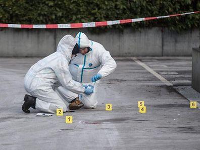 Die Blutspuren am Tatort verdeutlichen die außerordentliche Brutalität der Täter.