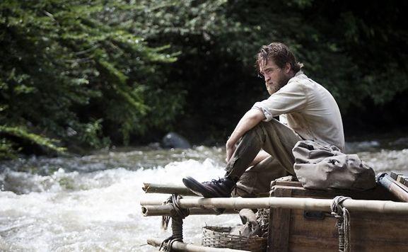 Glitzert dieses Mal nicht in der Sonne: Frauenschwarm Robert Pattinson (Forscher Henry Costin) hat ebenfalls mit den Tücken des Dschungels zu kämpfen.