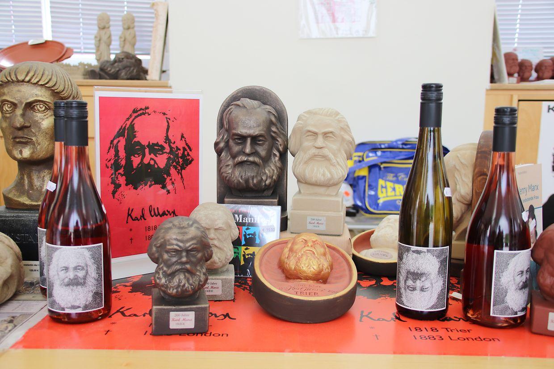 Karl Marx Kult oder Gimmick? Früher galten solche Stücke als Devotionalen, heute dienen sie hauptsächlich als Marketingobjekt.