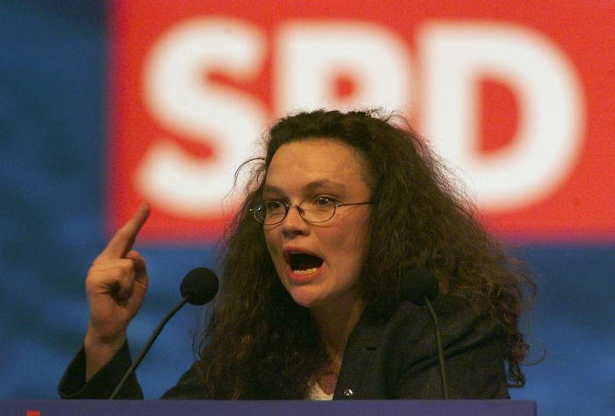 Nahles als Vorsitzende der Jung-Sozialisten auf dem SPD-Parteitag von 1999.