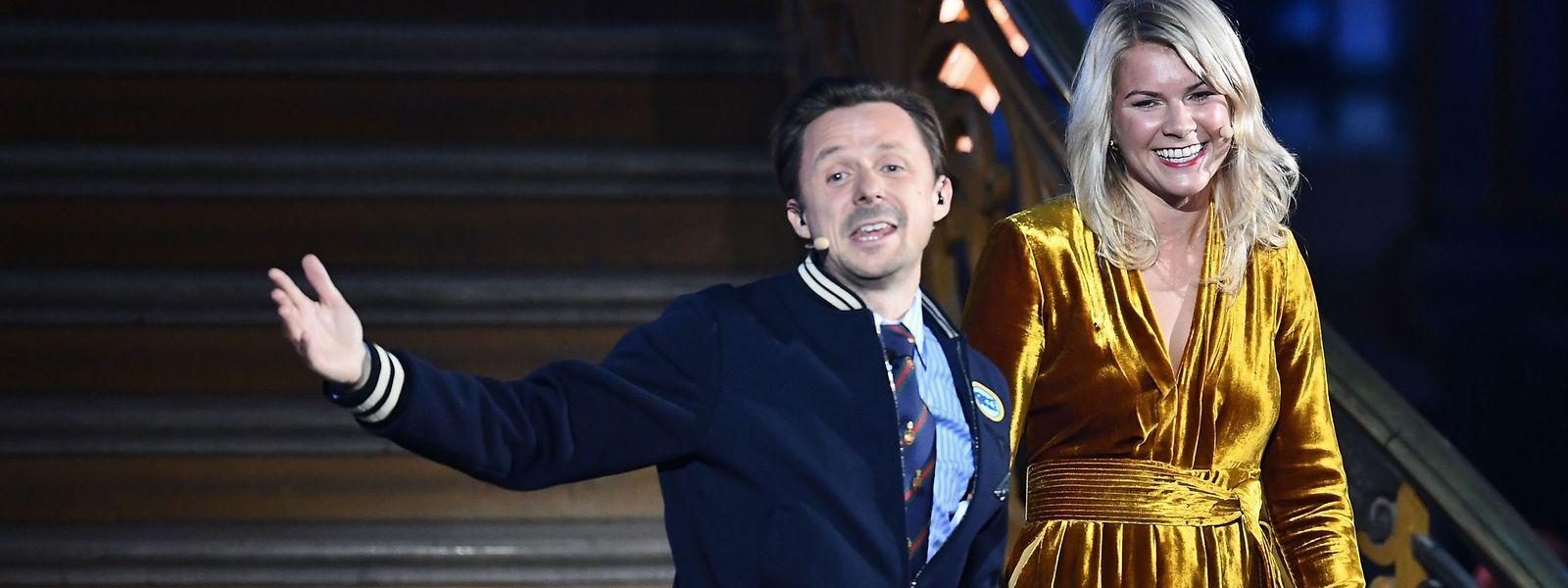 Ada Hegerberg bei der Verleihung mit Moderator und DJ Martin Solveig.