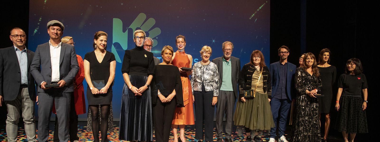 """Abschließendes """"Familienfoto"""": Preisträger, Jury-Mitglieder und Ehrengäste."""
