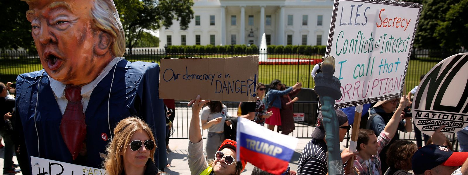 """""""Putins Marionette"""", """"Unsere Demokratie ist in Gefahr"""": Die Proteste gegen Präsident Trump nehmen nach der Entlassung des FBI-Direktors James Comey Fahrt auf."""