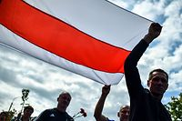 Belarus opposition supporters carry a former white-red-white flag of Belarus used in opposition to the government in central Minsk on August 15, 2020, during a funeral ceremony of Alexander Taraikovsky, a 34-year-old protester who died on August 10, 2020. - The opposition in Belarus was gearing up for a weekend of new demonstrations on August 15 with pressure growing on strongman leader Alexander Lukashenko from the streets and European leaders. (Photo by Sergei GAPON / AFP)