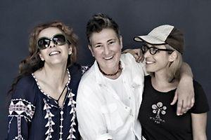Kultkünstlerinnen der amerikanischen Musikszene von links nach rechts: Neko Case, k.d.lang und Laura Veirs.