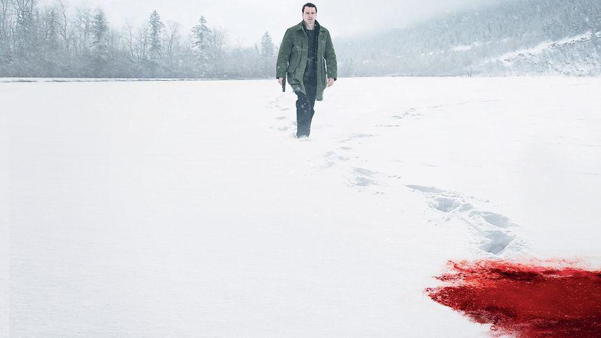 Michael Fassbender a caminho de sujar os sapatos.