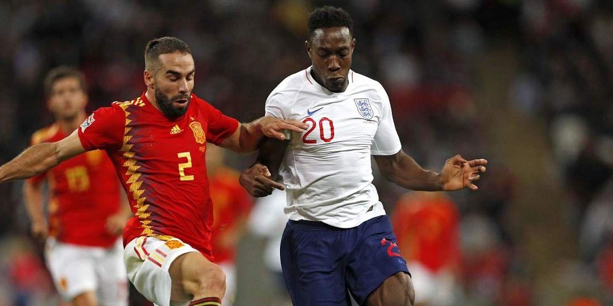 Dani Carvajal à la lutte avec Danny Welbeck. L'Espagne a retrouvé des couleurs en s'imposant à Wembley contre l'Angleterre.
