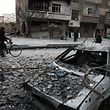 Die heftigen Bombardierungen Ost-Ghutas gingen am Montag trotz der UN-Forderung nach einer Waffenruhe weiter. Die Syrische Beobachtungsstelle für Menschenrechte berichtete, mindestens 22 Zivilisten seien getötet worden.