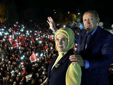 Turkish President Tayyip Erdogan, accompanied by his wife Emine Erdogan, addresses his supporters in Istanbul, Turkey, late April 16, 2017. Yasin Bulbul/Presidential Palace/Handout via REUTERS ATTENTION EDITORS - THIS PICTURE WAS PROVIDED BY A THIRD PARTY. FOR EDITORIAL USE ONLY. NO RESALES. NO ARCHIVE.     TPX IMAGES OF THE DAY