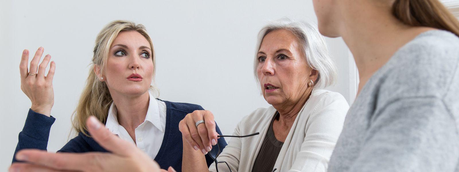 Fällt die Kritik immerzu schroff aus, fühlen sich manche Mitarbeiter und Mitarbeiterinnen schnell unwohl.