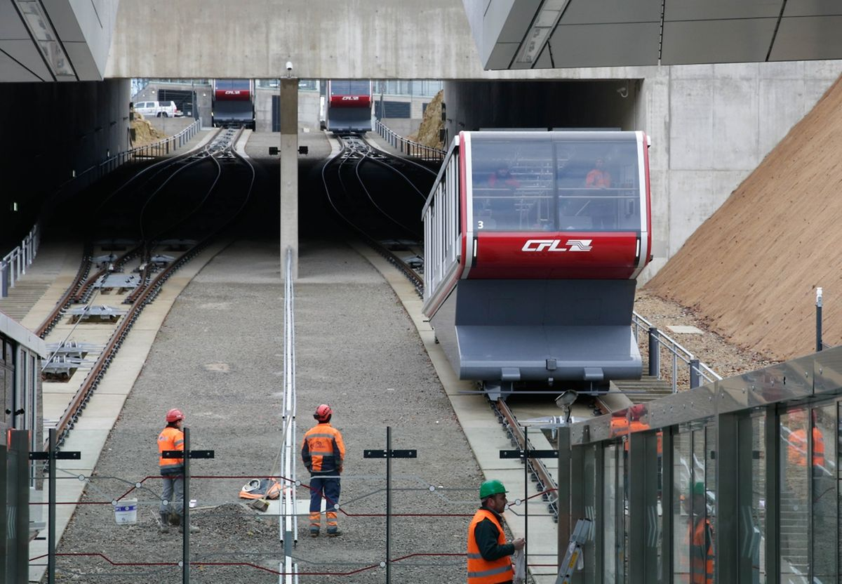 En 63 secondes à peine, le funiculaire fera le lien entre le nouvel arrêt ferroviaire «Pfaffenthal-Kirchberg» sous le Pont Rouge et le tram qui passera juste devant la plateforme d'arrivée sur le Pont Rouge.
