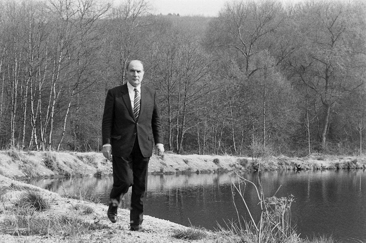 Le temps présidentiel de François Mitterrand est marqué par maints scandales.