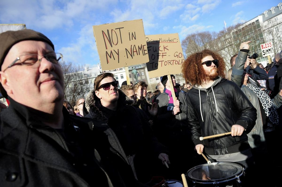 12.000 Menschen waren am Montag aus Unmut gegen Gunnlaugsson auf die straßen gegangen