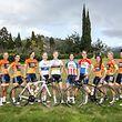 Stolz präsentieren die Fahrerinnen von Boels-Dolmans die neuen Trikots.