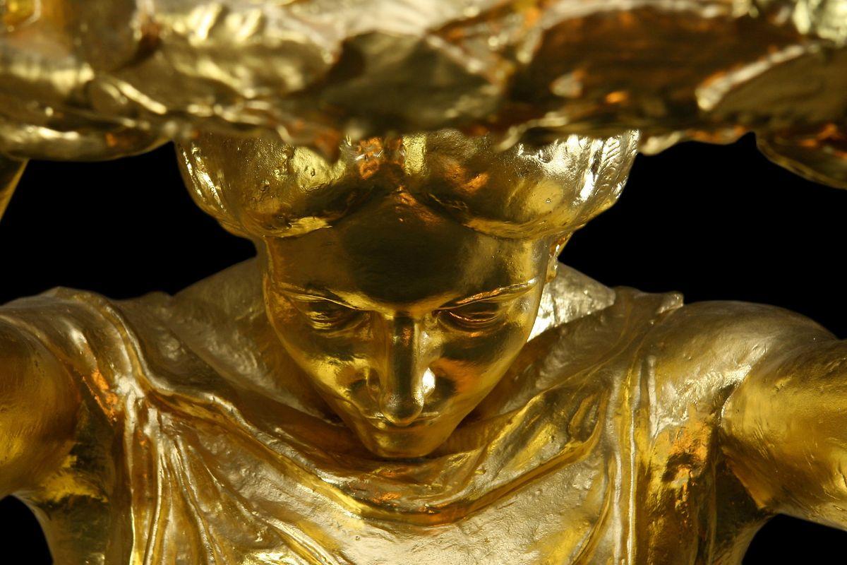 De Shanghai elle revient à ses racines. Le 8 novembre 2010, la statue revient sur le lieu où le sculpteur Claus Cito luis avait donné «naissance» 87 ans plus tôt. Entre le 10 décembre 2010 et le 23 janvier 2011 l'exposition consacrée à la «Gëlle Fra» à Bascharage est un vrai succès.