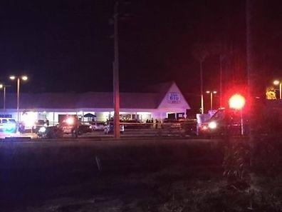 Une personne qui pourrait avoir un rapport avec les tirs était détenue par la police dans un autre lieu de la ville, a indiqué NBC, sans autre précision.
