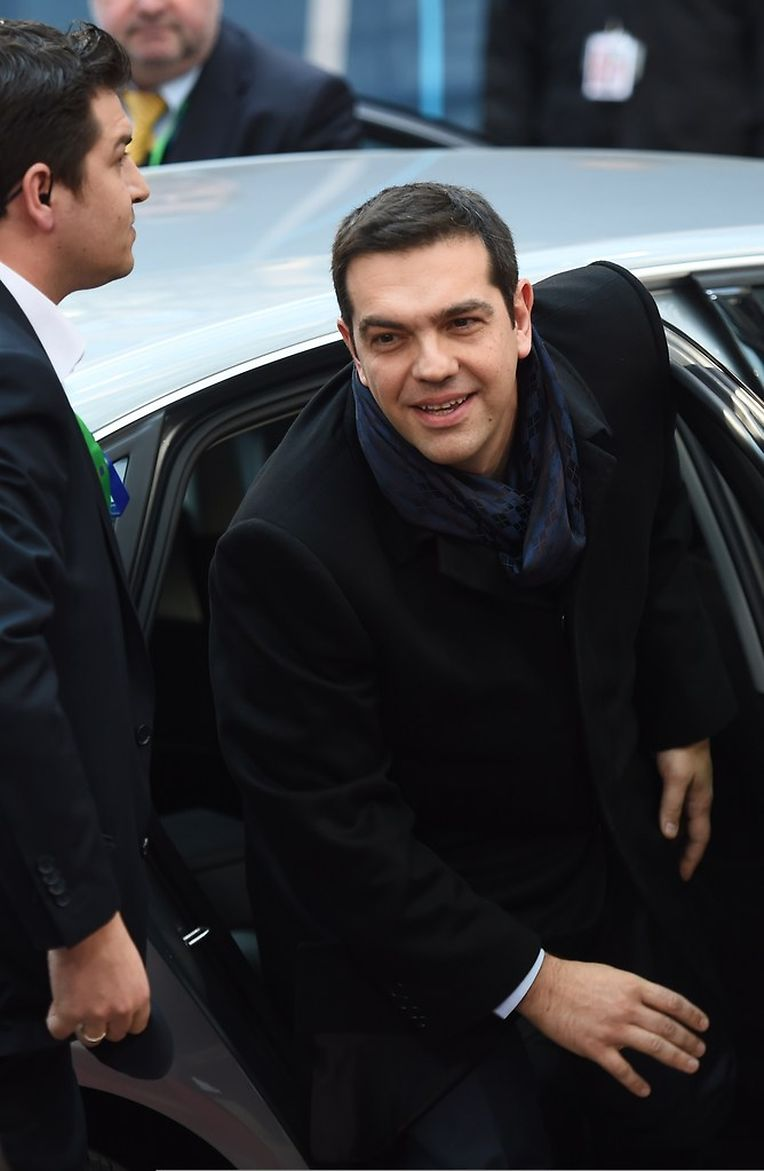 Alexis Tsipras, o primeiro-ministro grego, chega à cimeira europeia que começou esta tarde em Bruxelas