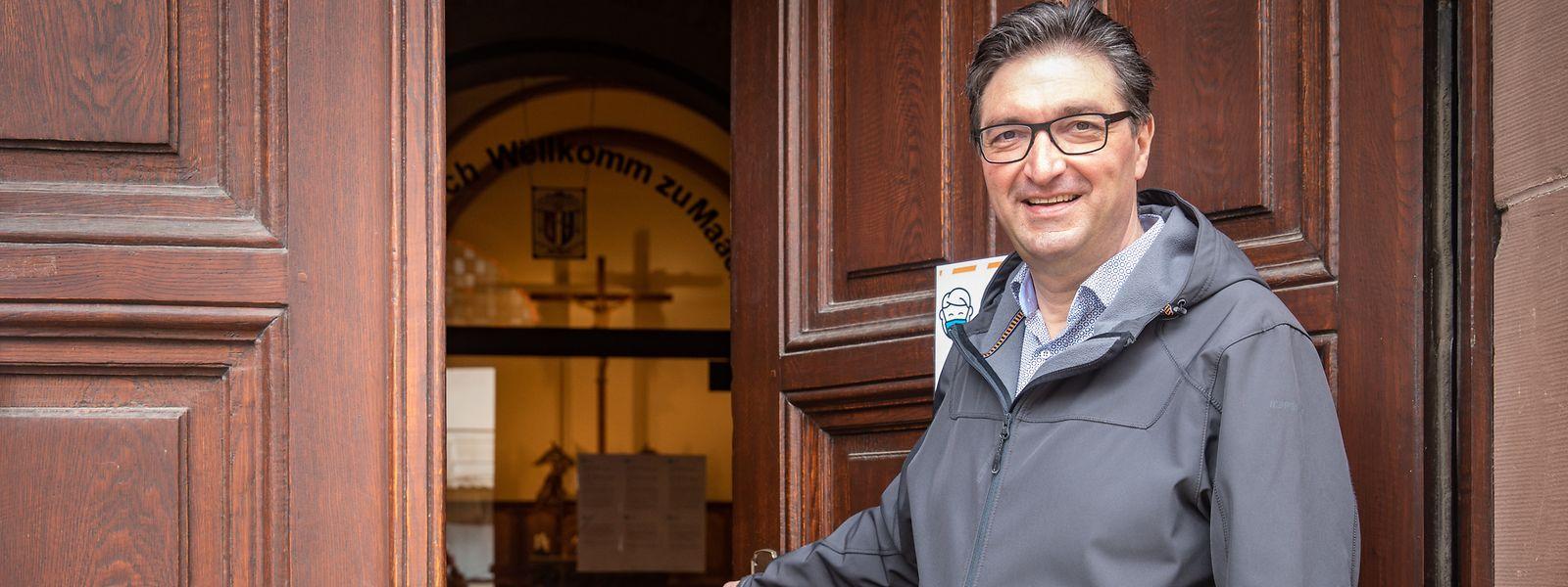 """Die Kirche in Grevenmacher hält einige Schätze bereit, wie Dechant Claude Bache erklärt. Seit vergangenem Jahr gehört sie zum """"Netzwerk der offenen Kirchen""""."""