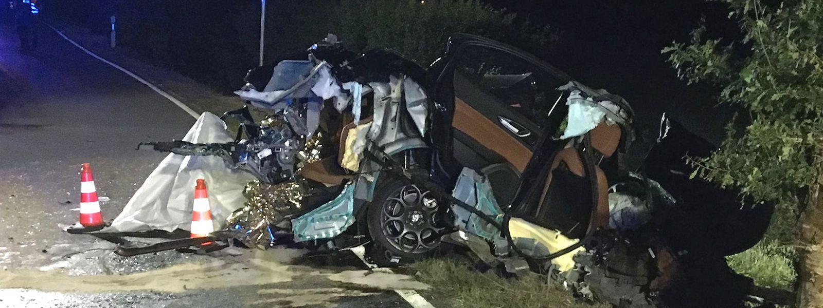 Die 36-jährige Beifahrerin konnte im Juni 2017 nur noch tot aus dem Fahrzeugwrack geborgen werden.