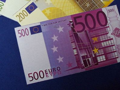 (File photo) The European Central Bank is to decide on whether to keep printing 500-euro banknotes, as authorities increasingly suspected that the notes were being used for illicit purposes