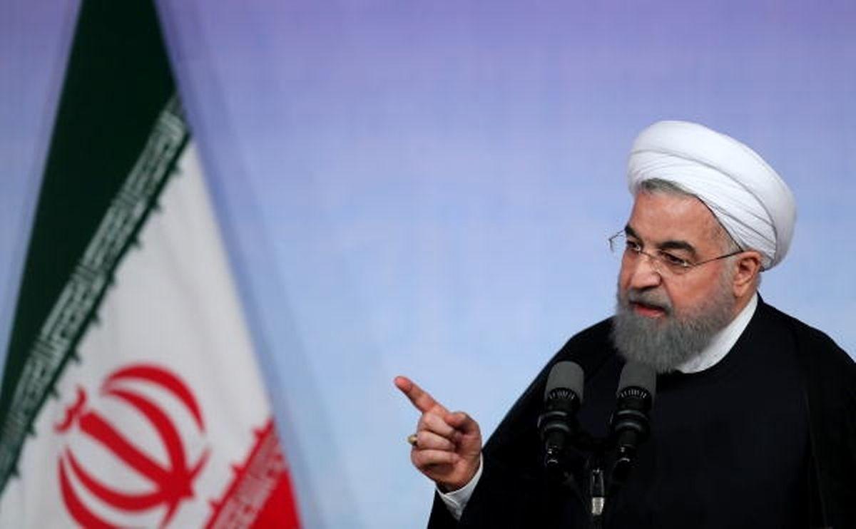 """""""Wir werden trotz der Sanktionen der Welt zeigen, das wir unser Wort halten und uns an internationale Verträge halten"""", sagte Ruhani am Montagabend in einem Interview des staatlichen Fernsehsenders IRIB."""