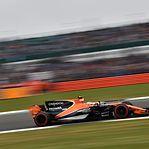 Covid-19. Construtor automóvel McLaren despede 1.200 pessoas